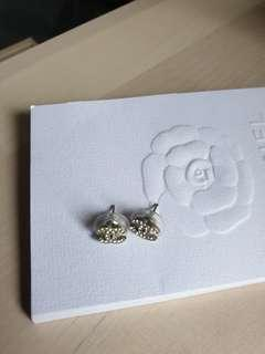 🚚 Chanel classic earrings