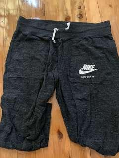 Nike Cropped Tracksuit Pants