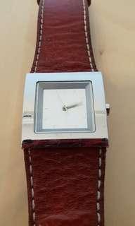 🚚 DKNY watch