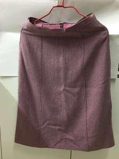 新淨粉紫薄絨及膝裙,返工去街也合穿。
