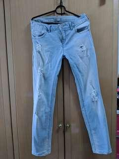 🚚 Distressed Jeans