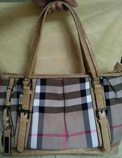 Tas Burberry belum pernah dipakai, minus tali panjang & dustbag. Dikasih dustbag pengganti #maudompet#jualcepat