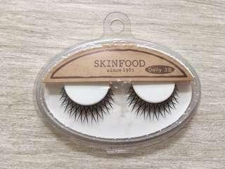 假眼睫毛 skin food