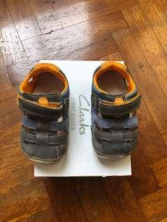 🚚 Almost new Clarks Baby Shoes (size: UK 3.5)