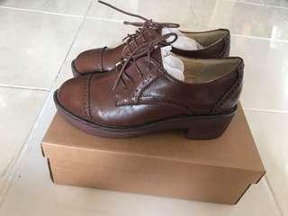 Fashion brown shoe