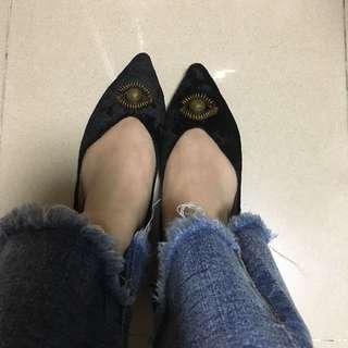 95%new黑色尖頭絨面平底鞋