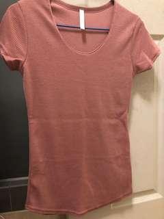 🚚 粉色坑條上衣