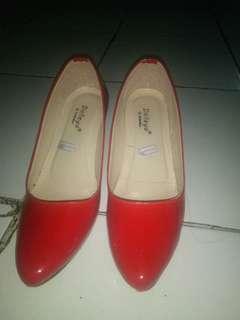 Sepatu Pantofel Merah Dalleya