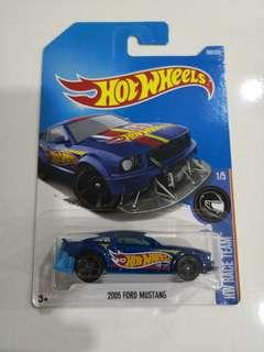 Hotwheels 2005 ford mustang