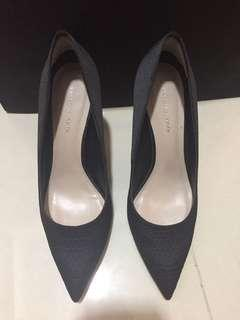 🚚 Charles and Keith heels