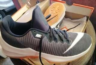Brandnew Basketball shoes size 9.5 US Mens. Airmax infuriate like cp3 kobe jordan melo lillard kyrie lebron kd adidas puma
