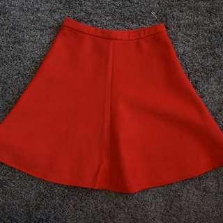 正紅色短裙