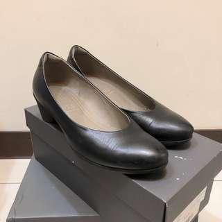 二手|降價!Ecco黑色素色包鞋