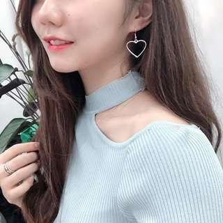 🚚 Silver heart shaped earrings