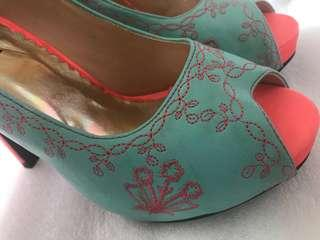 🚚 Pretty teal and orange embroidery high heels(free park and parcel)