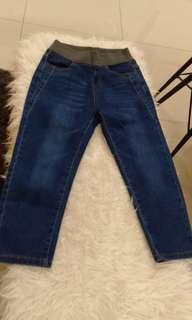 Three quarter tight jeans