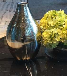14in Silver Metallic Vase 金属花瓶