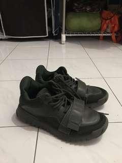 zara man sneakers original!