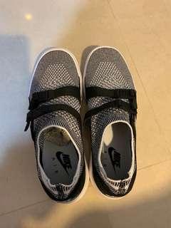 🚚 Nike Air Sock Racer Ultra Flatknit 女生9號
