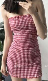 🚚 Gingham dress in red
