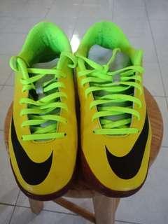 Kasut Futsal Nike Mercurial