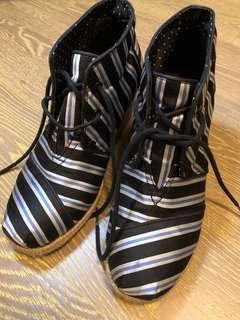 TOMS women shoes (no box)