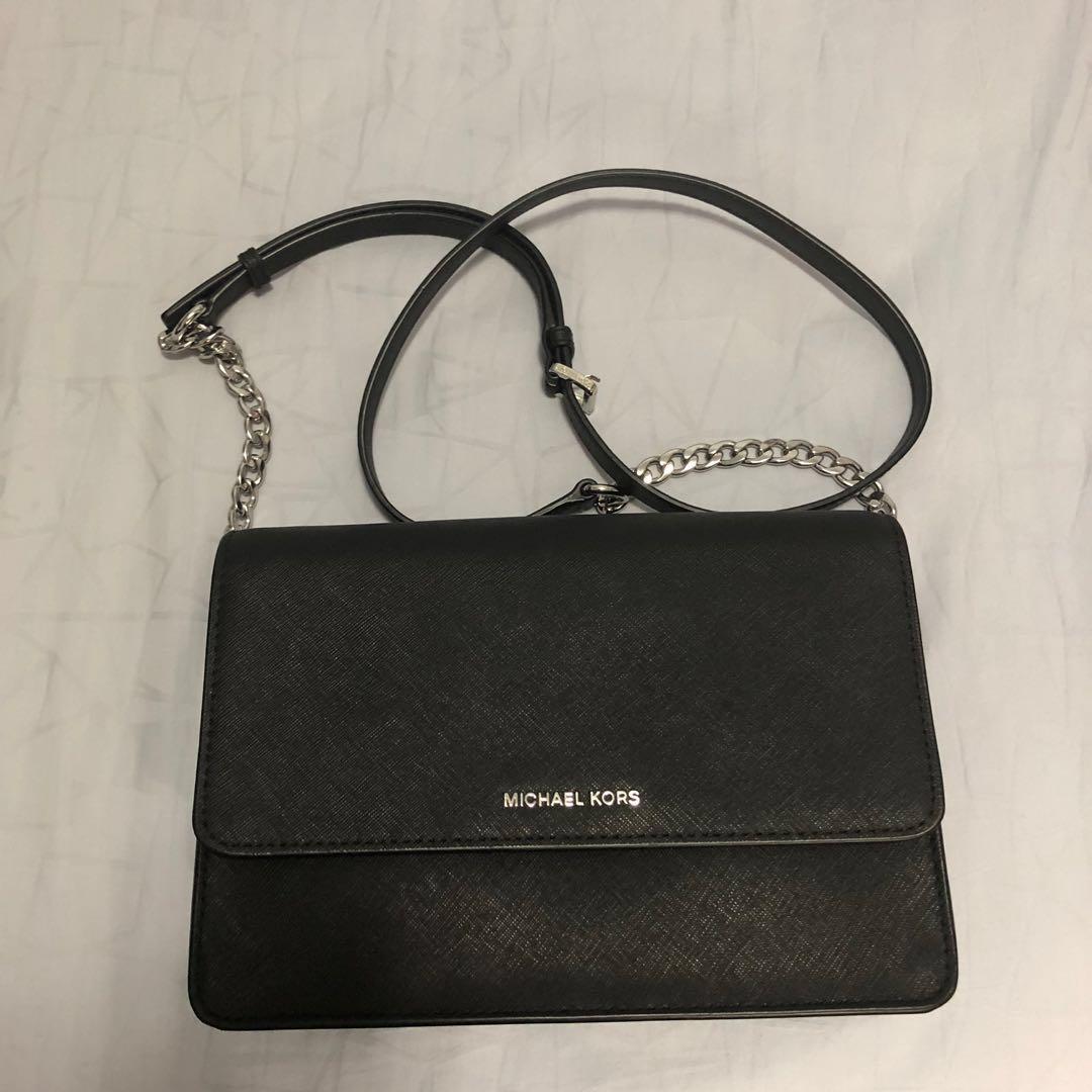 3252cb2e6871 Authentic Michael Kors Daniela Large Crossbody Bag, Women's Fashion ...