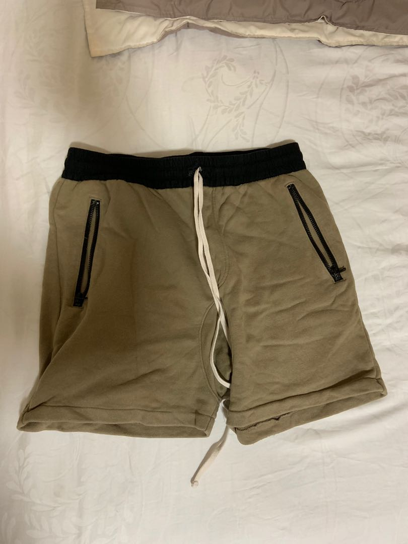f9ccbf04 FOG Essentials Shorts PACSUN, Men's Fashion, Clothes, Bottoms on ...