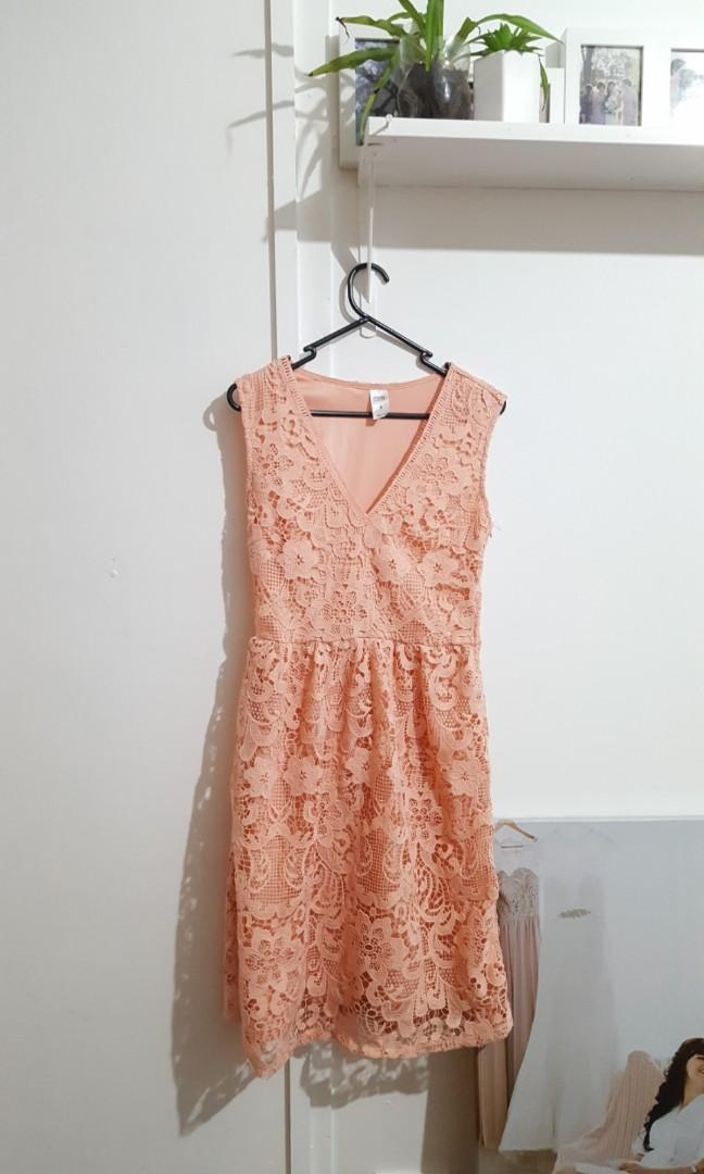 Ladies lace pink dress size 8 wedding party cocktail