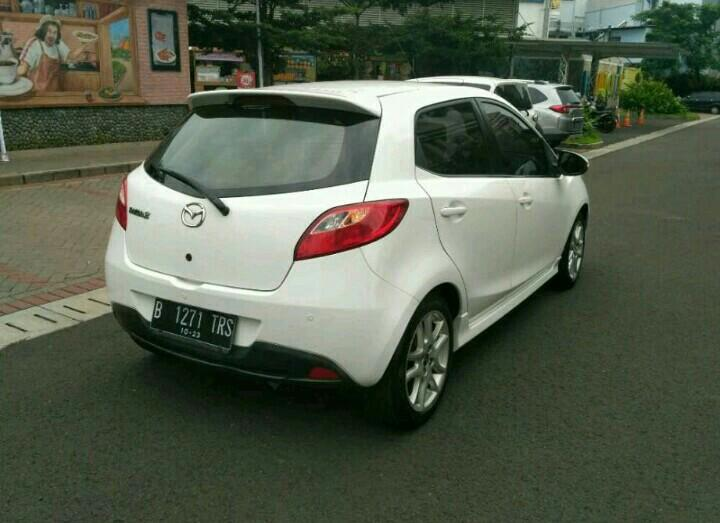 Mazda 2 R HB 2013AT Facelift putih..TOP Condition