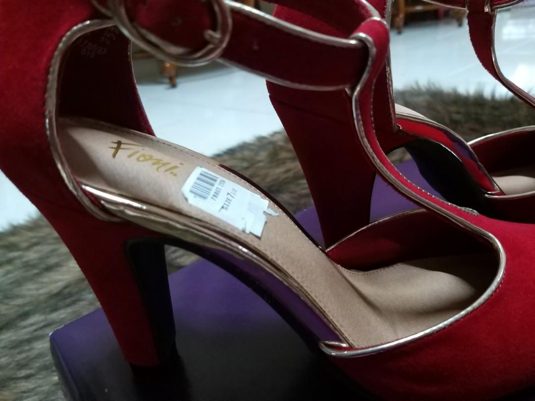 Payless Woman Shoes Red size 7 1/2