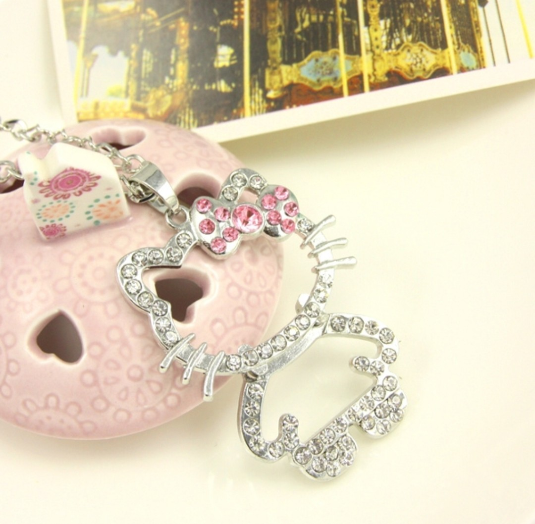 a38f013afd206 PO : Korean Edition Hello Kitty Cute Crystal Pendant & Necklace Set