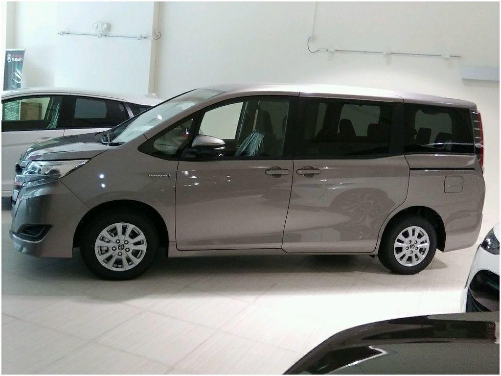 Toyota Noah Hybrid 1 8x Cvt Cars Vehicle Rentals On