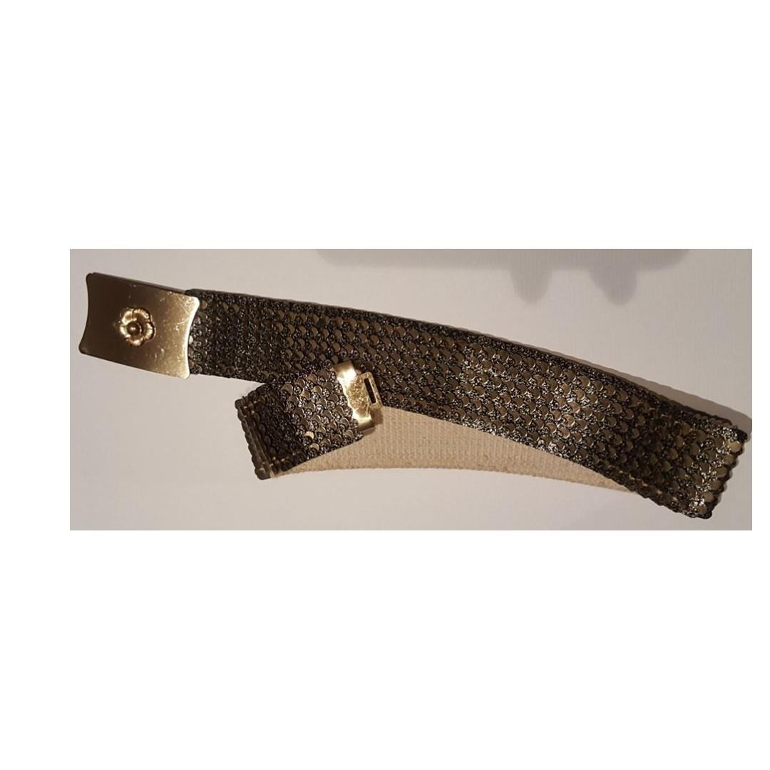 Vintage 1950s brass tone metal fish scale belt with elastic lining.