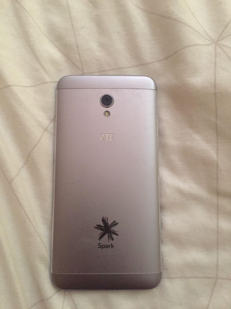 ZTE BLADE V7 ANDROID phone. Good condition. Price is $40-$50
