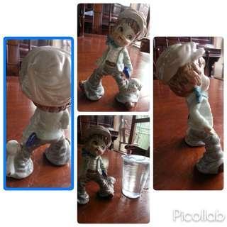 Pajangan keramik anak laki