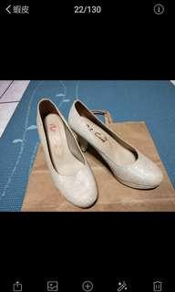 🚚 米色高跟鞋
