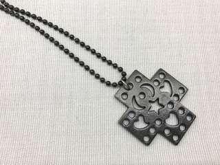 黑色十字架鐵頸鏈