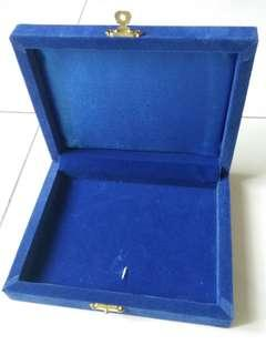 Kotak Baldu Biru untuk Custom Made