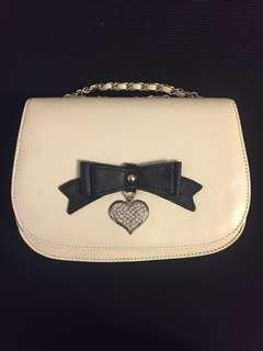 Brand new Alannah Hill off white/cream handbag / cross body bag / shoulder bag with tags