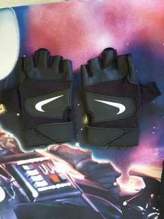 *URGENT TO SELL* Nike Gloves
