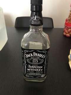 🚚 Jack Daniel's empty whiskey bottle