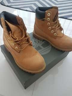 Women Timberland Boots *Mint Condition*