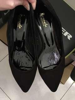 🚚 《近全新》質感麂皮低跟尖頭鞋 24號