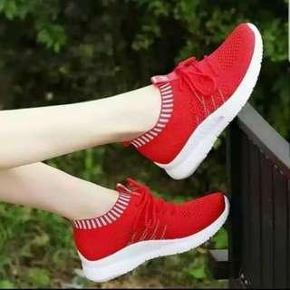 sepatu sneakers venom