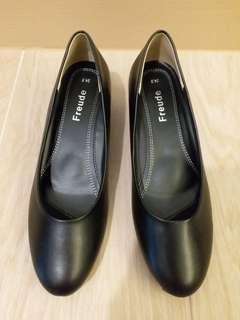 日本品牌 Freude 黑色 低跟鞋 4cm 返工鞋 空姐鞋 客服鞋 酒店鞋 工作鞋 low heel 24.5cm 36 37 38 39號