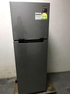 🚚 Very new Samsung 255L fridge