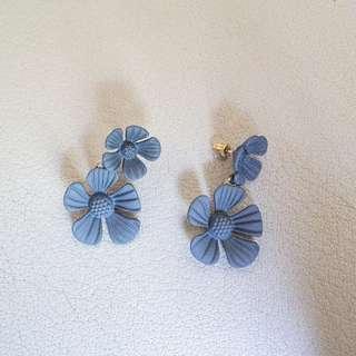 [Instock] Floral Earrings in dark grey