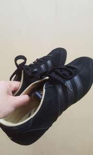 reputable site 82c3b dc4db Original Adidas black gamuza casual shoes