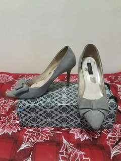 Gray heels sttilleto